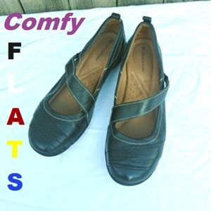 Naturalizer loafers size 6M